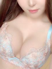 りいな  (SSS級F乳極上美女)