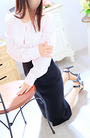 ゆりの  (体験、細身で綺麗な妻)