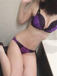 玲奈  (S級大型新人)