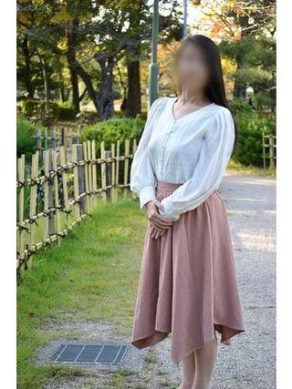 みわ  (零れる乳房)
