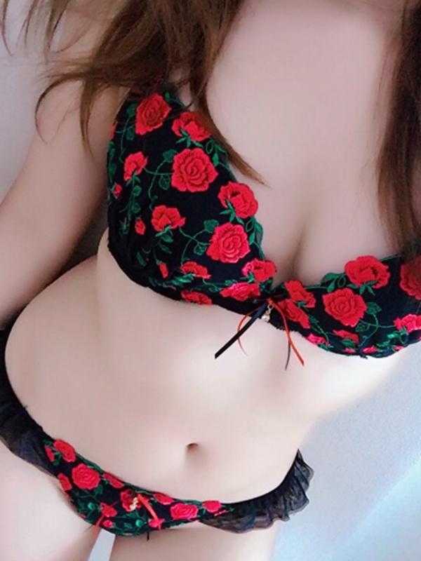 みぃ  (F乳美乳淫乱モデル系)