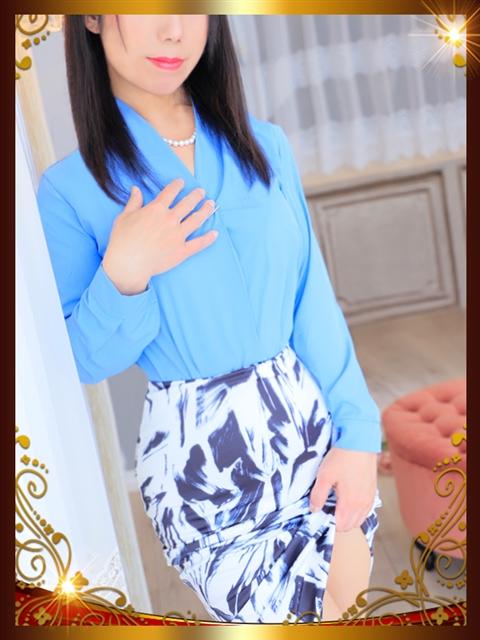 明石 麗子  (男性を立てる大和撫子)