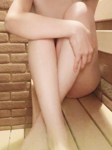 えま  (かわいい系未経験奥様)